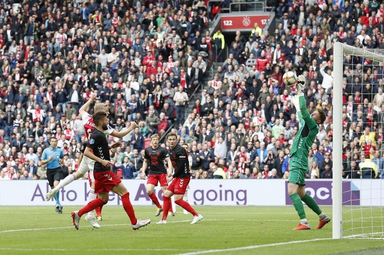 Ajax officieus kampioen na verlies PSV bij AZ [video]