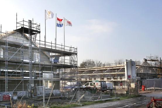 Pannenbier bij Hoogerlust in Muiden, bouw van zorgwoningen vordert gestaag
