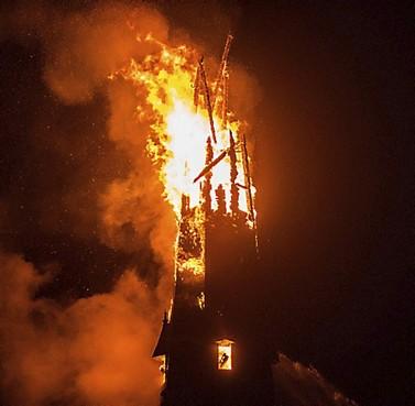 Sein op groen voor hijsklus spits Laurentiuskerk in Weesp
