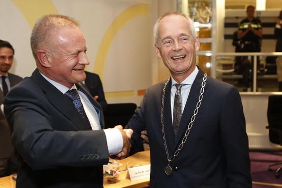 Niek Meijer geïnstalleerd als nieuwe burgemeester van Huizen