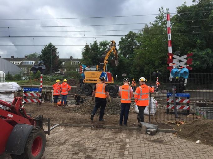 Railinfrafan paraat in Hilversum: 'Kijk, nu gebruiken ze thermiet' [video]