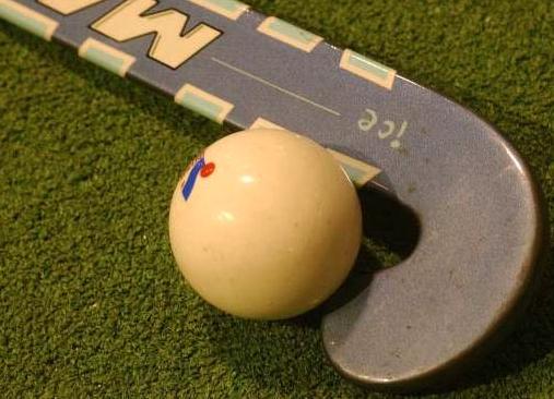 Buurman vreest herrie van doorschietende Gooische hockeyballen