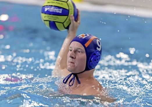 Waterpolo: Zevenklapper Lisanne Havekotte tegen WS Twente, Robben blijven aan kop