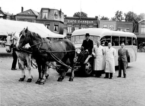 In 1943 was de benzine op en boden paarden uitkomst voor de bus