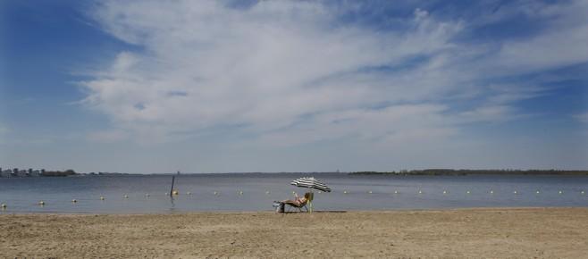 Eenzame badgast op strandje bij Stichtse Brug Blaricum: 'Ik noem het mijn Costa da Bijvanck'