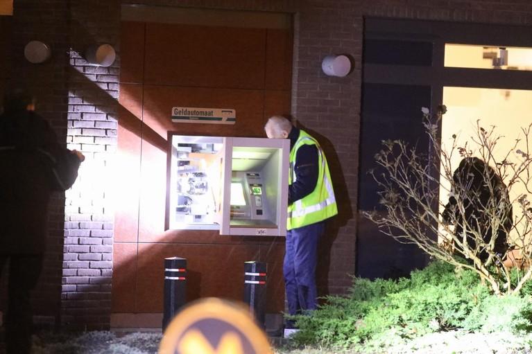 Explosieven Opruimings Dienst onderzoekt geldautomaat in Bussum