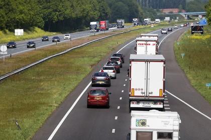 Lage snelheid op A27 is ook goed voor doorstroming op A1; simpele aanpak flessenhals wordt voorgelegd aan minister