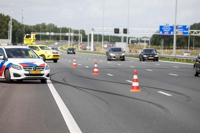 Twee gewonden bij crash op de A1 in Baarn