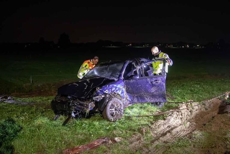 Auto crasht op A1 na botsing bij Baarn, bestuurder gewond [video]
