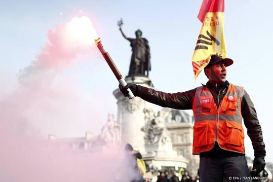 Franse regering zet pensioenhervormingen door en komt met wet