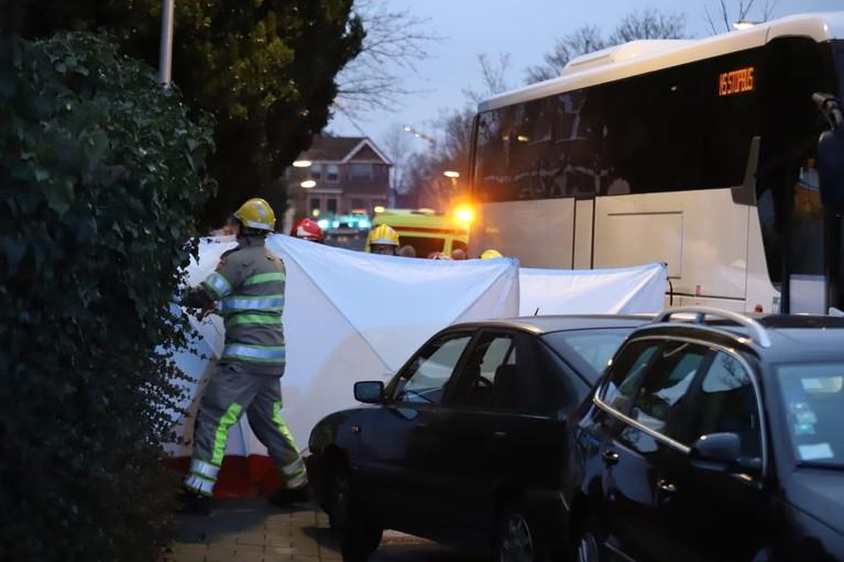 Vrouw overleden bij aanrijding in Bussum tussen bus en meerdere auto's