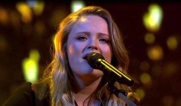 Sophia Kruithof uit Weesp naar finale The Voice of Holland, Ayoub uit Huizen en Kes uit Bussum verliezen cross battles RTL talentenshow