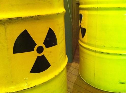 Protest op Amsterdam Sloterdijk tegen kernafvaltransport