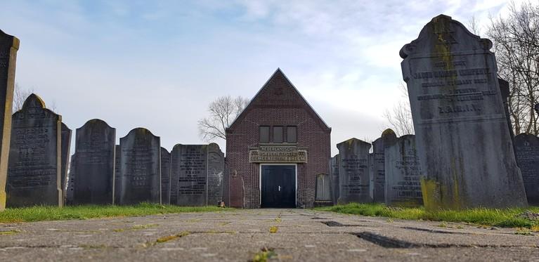 Het verhaal achter het Joodse familiegraf in Haarlem: een complete familie met dezelfde sterfdatum, 15 mei 1940