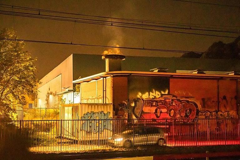 Brand in transformatorhuisje bij station Hilversum, treinverkeer weer opgestart
