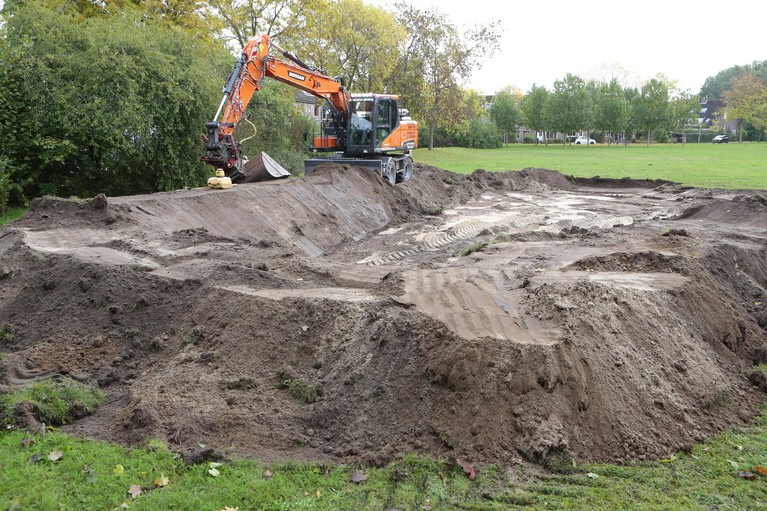 Voorbereidende werkzaamheden voor ingrijpende renovatie van 'verzonken' park in Huizen