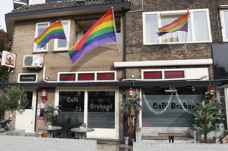 Gerard van den Hoven van Hilversumse homokroeg Café Brabant houdt van iedereen: 'Bij ons thuis kwamen drie kinderen uit de kast'