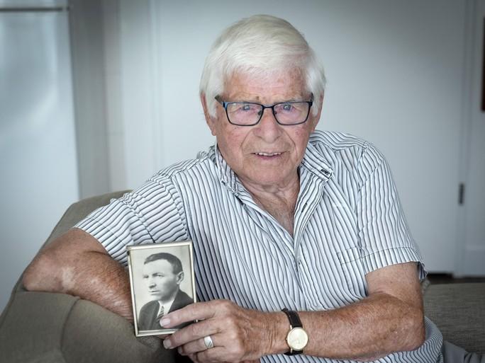 75 jaar geleden kwam Jan van Vliet om bij een bombardement op IJmuiden [video]