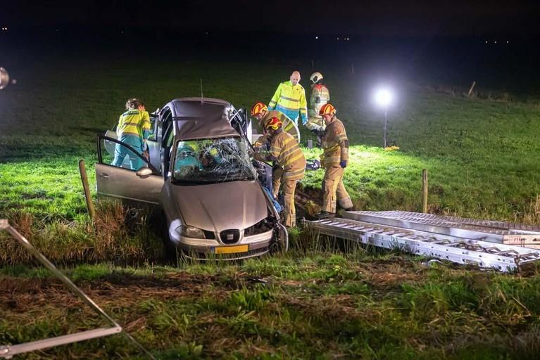 Automobilisten treffen gecrashte auto aan langs A1 bij Baarn, bestuurder ernstig gewond [video]