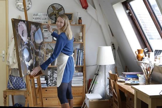 Bergse Hannelore Houdijk maakt een schilderij van een theepot en kopjes in de Spiegelplas en is daarmee de beste van 693 inzendingen
