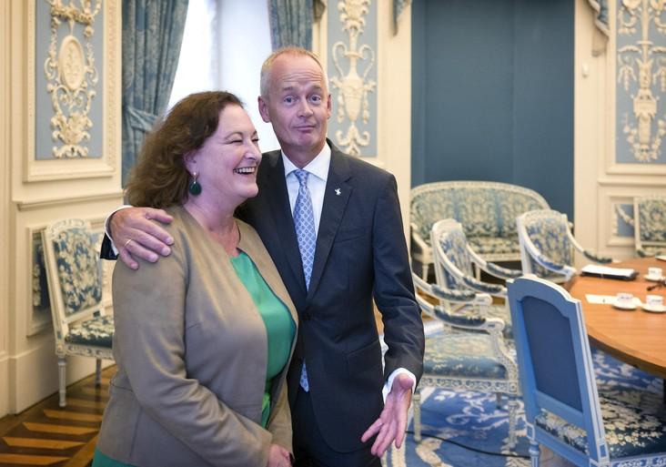 Nieuwe burgemeester Niek Meijer van Huizen: de Nieuwjaarsduik? Check!