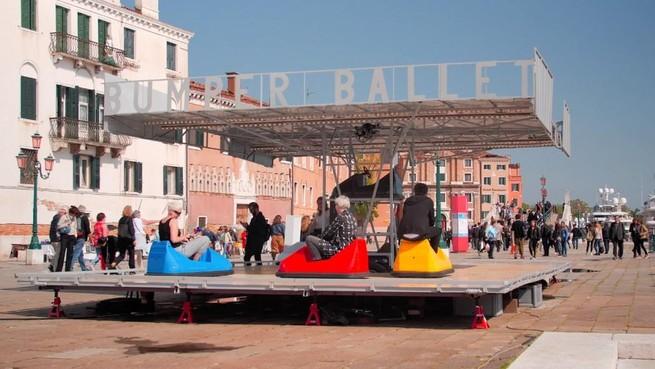 Internationaal succes voor Hilversumse creatieve industrie: dansende botsauto's van Dropstuff Media uitgenodigd voor prestigieus Amerikaans festival [video]