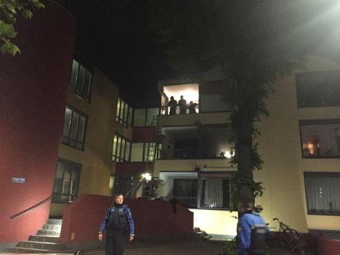 Appartement in Hilversums Prinsenhof na brand nog maanden onbewoonbaar; buren opgelucht dat bewoner voorlopig niet terugkeert