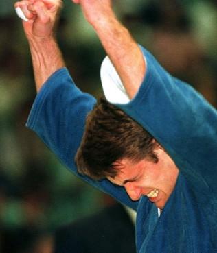 Toen er op 18 mei nog wél gesport werd: met vijf keer ippon is Mark Huizinga de grote baas van het EK