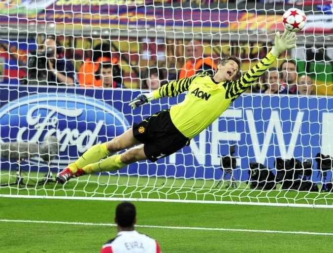 Toen er op 21 mei nog wél gesport werd: 'Dit wordt mijn moment', wist Edwin van der Sar vlak voordat hij Manchester United de Champions League bezorgde [video]