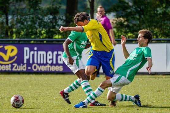 John van Loen (VVZ '49) op tilt na potje 'flipperkastvoetbal' tegen Baarn: 'Die man floot dramatisch'