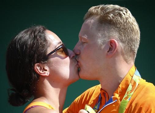 Naarder Ferry Weertman en vriendin Ranomi Kromowidjojo opgelucht na duidelijkheid over Spelen: 'Ik ben blij dat de druk nu van de ketel is'