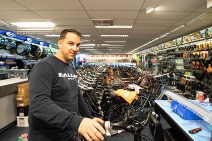 Robert Harms Tweewielers opent filiaal in Baarnse Laanstraat