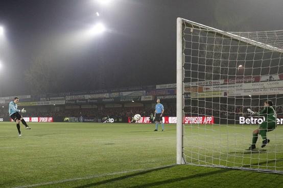 Wreed einde van KNVB Beker-sprookje voor IJsselmeervogels: Go Ahead Eagles trekt na zinderende strafschoppenserie met achttien penalty's aan het langste eind