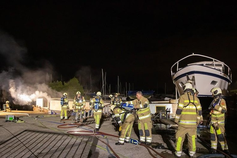 Boot in brand in Eemnes: grote schade