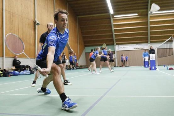 Badminton: Inside maatje te groot voor Huizen, winst voor Weesp
