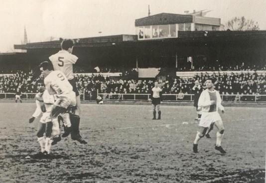 Laatste derby tussen huidige derdeklassers 't Gooi en FC Hilversum was in 1964 in het betaald voetbal voor twaalfduizend man: 'We bestreden elkaar fanatiek, maar met respect'