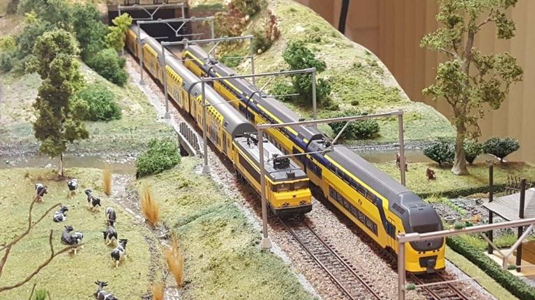 Open dagen bij ModelSpoorClubHuizen: 'Veel treinen, maar ook de scenery het bekijken waard'