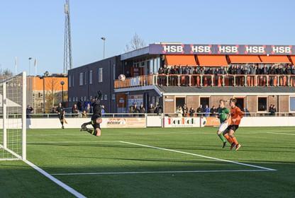 Hoofdklasse zaterdag: Doelman Jeroen de Harder zet zich over teleurstelling heen en 'wint' punt voor koploper Eemdijk bij RKAV Volendam