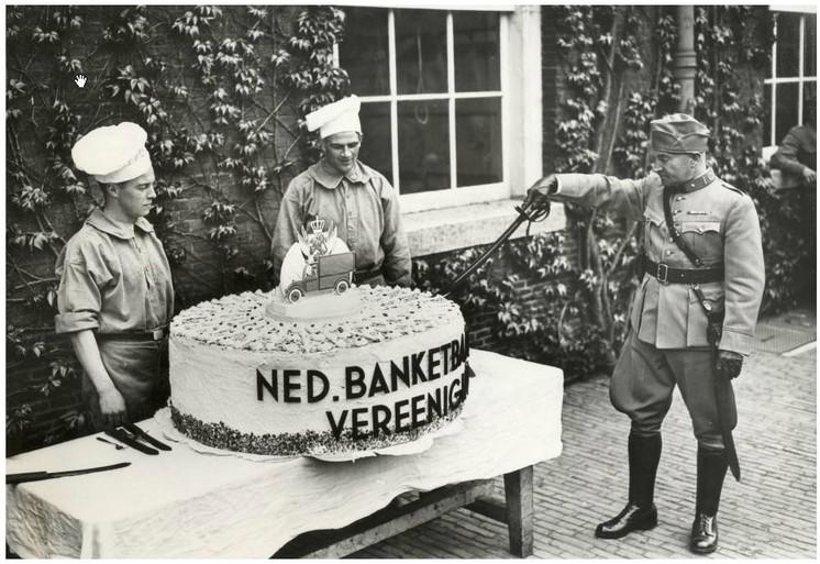 Moederdagtaart voor de Nederlandse soldaten in Haarlem [video]