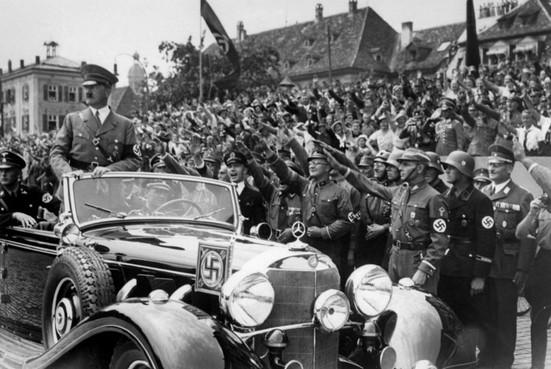 Mercedes van Hitler in Soesterberg voor tentoonstelling