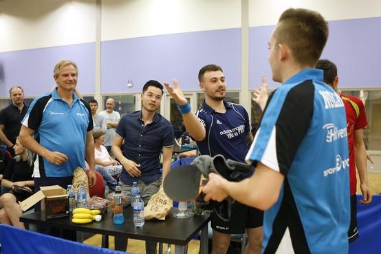 Hilversum-coach Bert Olofsen laakt 'voorbarige beslissing' van tafeltennisbond om competitie in eredivisie te beëindigen: 'We zitten pas in maart hè? Je weet niet hoe de wereld er over een maand uitziet'