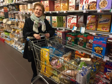 Aardappelpuree en Amsterdamse uitjes; Hilversumse Henny hamstert: 'Ik blijf binnen met dat virus, want ik ben als eerste aan de beurt'