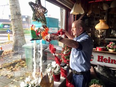 Vroeg? Het is dit jaar laat kerst bij Bertus van Dijk in de Hilversumse Mussenstraat