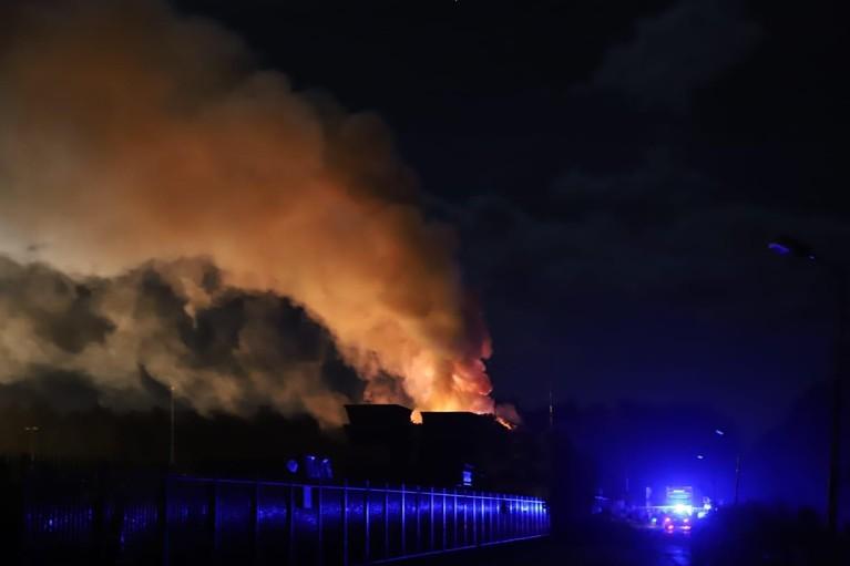 Grote brand in stapel metaalafval in 's-Graveland