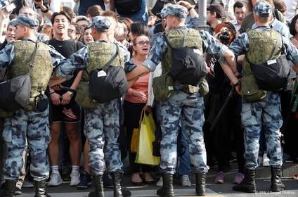 'Grote actie politie tegen oppositie Rusland'