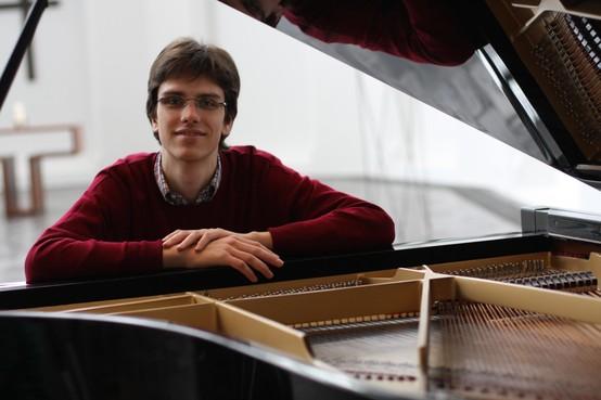 Laurens de Man (25) als een van de jongste organisten in Sint Vituskerk