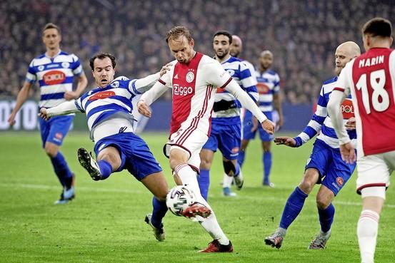 Ajax walst uiteindelijk toch met speels gemak over amateurs van Spakenburg heen