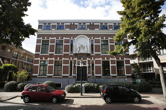Weeskinderen, watersnood en Willem III: 150 jaar Oranje Weeshuis in Huizen