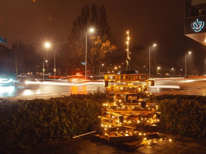 Update: De gekste kerstboom van Hilversum is van Timo en wordt straks een loungebank
