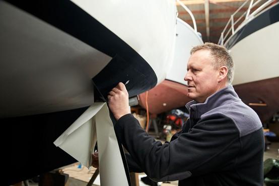 Uitvinder Rik Breur beveiligt boten met stekeltjes in plaats van giftige verf